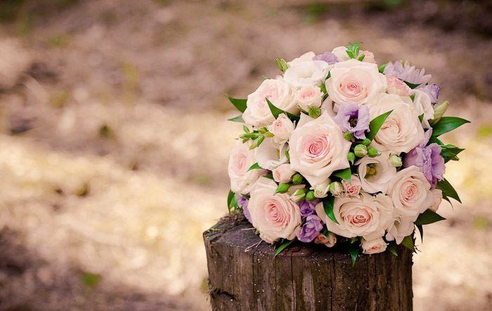 Výsledek obrázku pro svatební účesy s květinami