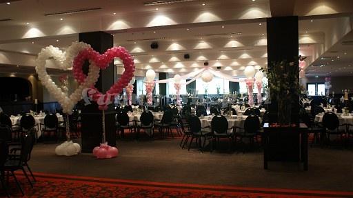 twee harten en op de achtergrond een dansvloer decoratie