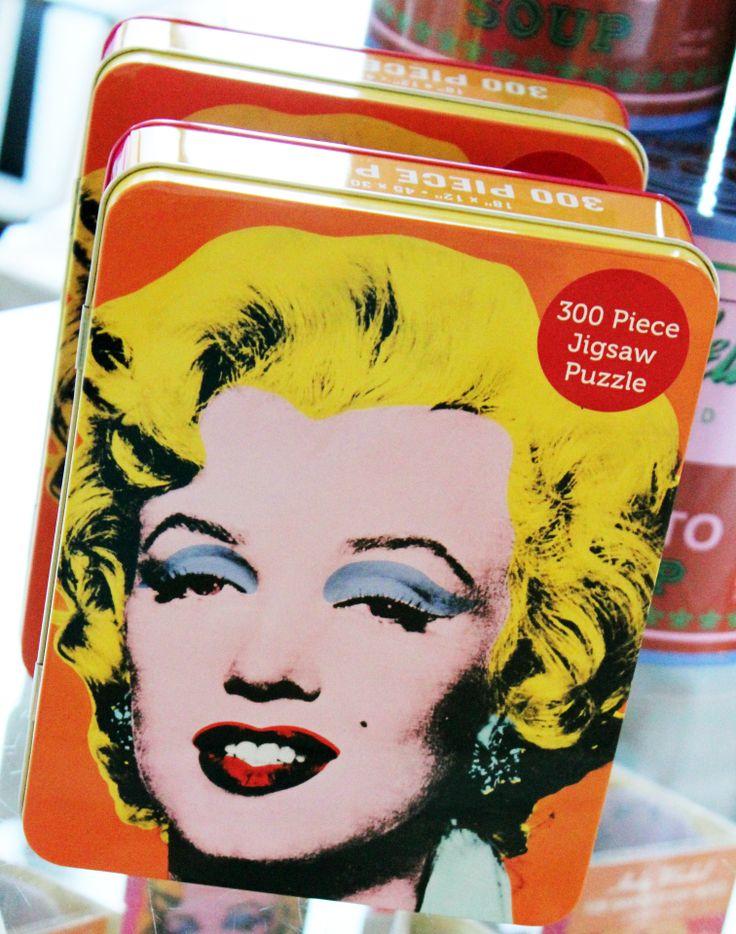 Andy Warholin tuotteita myynnissä Särkänniemen Tornipuodissa Näsinneulan juuressa. Puodista löytyy mm. tämä Marilyn Monroe palapeli. / Andy Warhol´s Marilyn Monroe Jigsaw Puzzle. Buy your own at Särkänniemi Tornipuoti