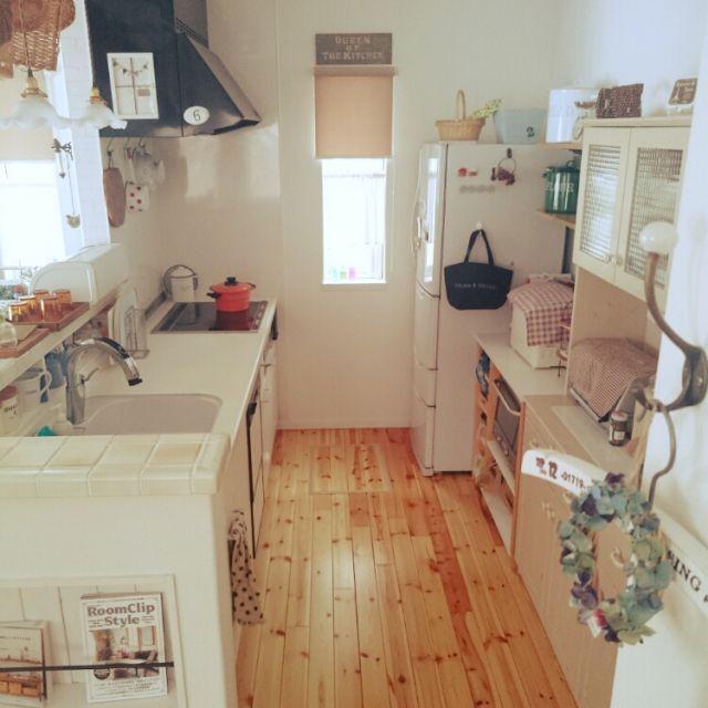 nahhoさんの、無垢フローリング,食器棚 ,スマホ速度制限中 (T_T),調味料スペース,マガジンラック,キッチン,のお部屋写真