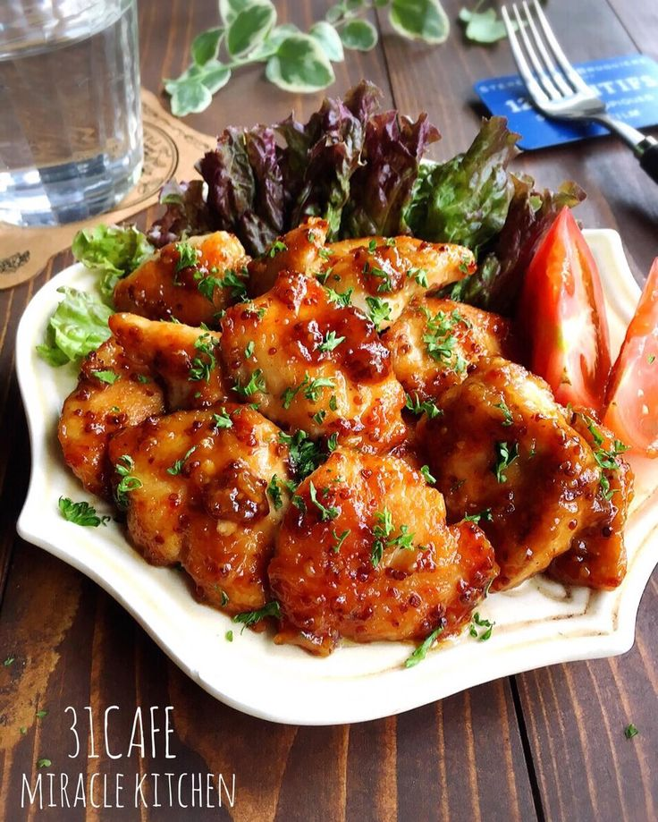 安い鶏むね肉を使った便利な簡単おかずのレパートリーを増やしてみませんか? 鶏むね肉は切り方を工夫するだけで柔らかさが劇的にアップ! 何度でも食べたくなる絶品おかずが作れますよ。夕食やお弁当のおかずに大活躍すること間違いなしの鶏むね肉レシピをご紹介します。