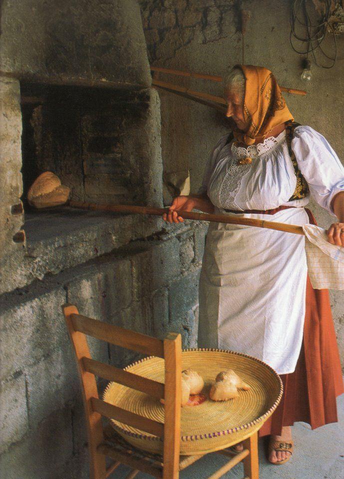 L'arte del far il pane ~ The art of making bread. My Grandpa built a brick & concrete oven in his backyard. He baked big loaves of Italian bread.