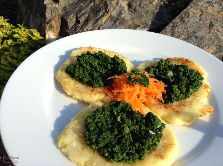 Bramborovo-sýrové placky s rozmarýnou a špenátem