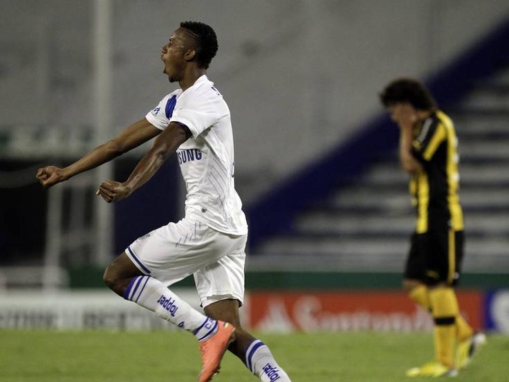 Con el 'copete', Jonathan anotó en el triunfo de Vélez sobre Peñarol - ExSantafe!!