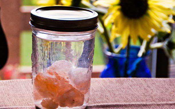 Φτιάξτε νερό Sole: Ένα θαυματουργό φάρμακο με νερό και αλάτι