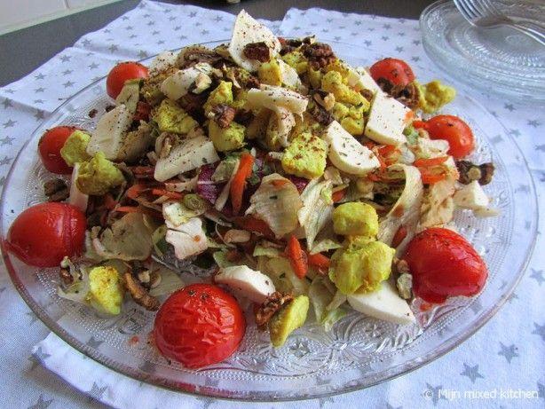 Maaltijdsalade met kip, walnoten en mozzarella