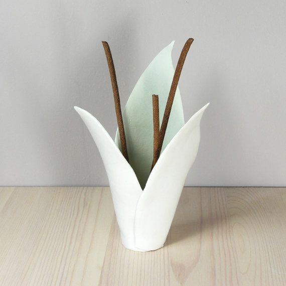 White porcelain flower incense burner fern lemon di VanillaKiln, £40.00