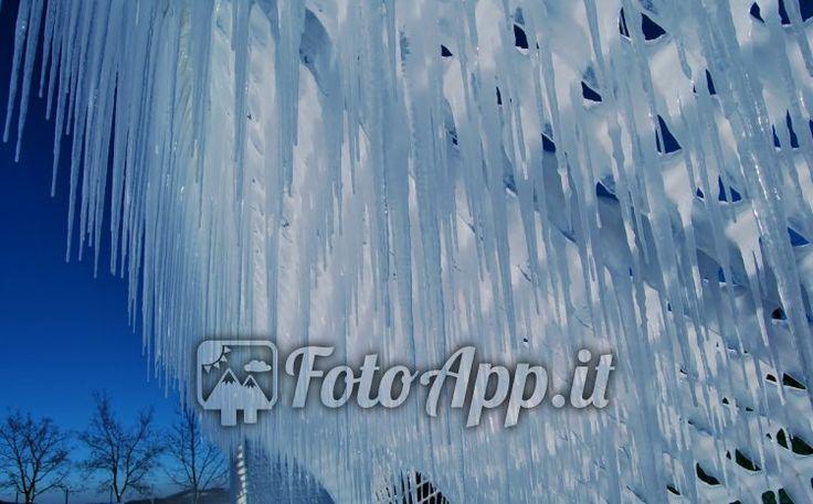 Formazione di stalattiti di ghiaccio sulla rete di porta - Foto di di Cristian Comastri - scattata da Campo di calcio Felina