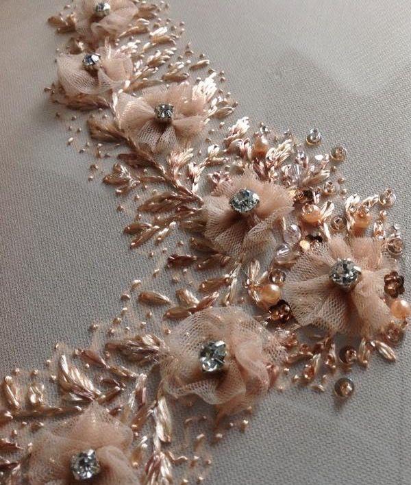 Fleurs de tulle et perles