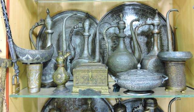 Old utensils as antique souvenirs from Sharjah
