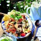 Kycklingsallad med pasta och fetaoströra - Recept från Mitt kök - Mitt Kök