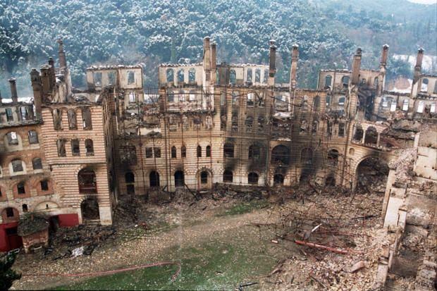 Καταστροφική πυρκαγιά στη Μονή Χιλανδαρίου (2004) - Fire at the Monastery of Chilandari (2004)