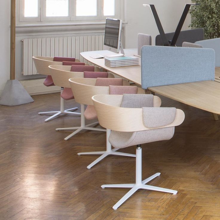 If you was wondering the brands and the products presented in the larger room you should discover @truedesignofficial with its tables chairs and acoustical panels. @luctrauk furnished the the first biologically effective LED lamp system for the workplace which improves personal biorhythm. On the wall @kiasmo new tiles! . . . #Thedesignexperience #milandesignweek #mdw17 #viatortona #fuorisalone2017 #tortonadesignweek #truedesign #kiasmo #luctra #design #furniture #fuorisalone…
