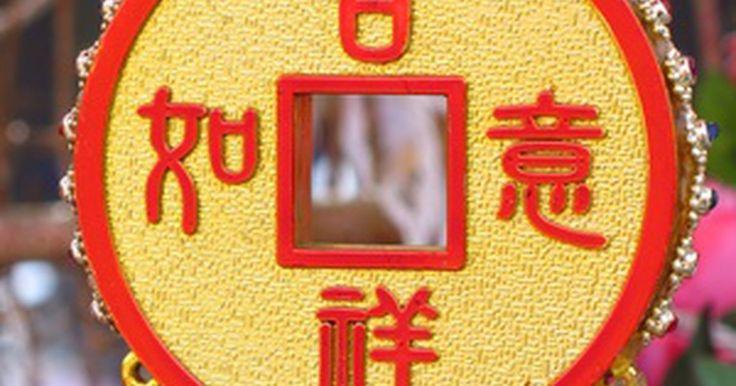 """Curas para espaços usando o Feng Shui. A antiga arte do feng shui baseia-se em um bagua, um mapa ou plano das áreas de uma casa ou propriedade com qualidades atribuídas a cada seção. Se qualquer uma dessas áreas estão bloqueadas ou em falta, a energia para essa qualidade será afetada. O feng shui """"cura"""" essas áreas adicionando itens simbólicos para expandir a energia chi nessa área e ..."""