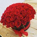 """63 Likes, 1 Comments - ThePrestigeRoses (@theprestigeroses) on Instagram: """"Arany & Vörös Szív Boxunk. ❤️💛❤️💛❤️🌹🌹Rendelés: 06307208864 #theprestigeroses #rose #roses #rosebox…"""""""