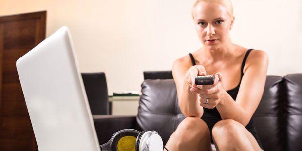 Fernsehen und Videospiele eignen sich nicht zur Erholung. Das zeigt eine aktuelle Studie der Universität Mainz. Hier mehr darüber erfahren.