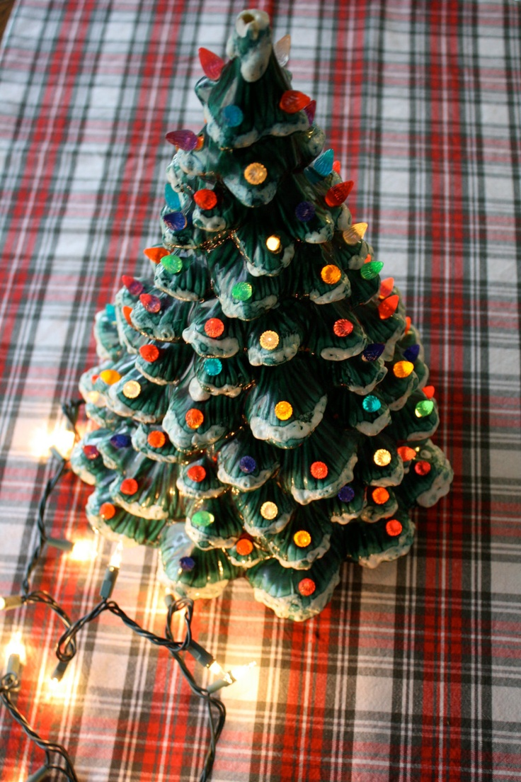 Vintage ceramic Christmas tree.  Totally want one of these, it reminds me of my childhood!!!!!!