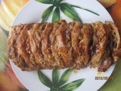 Mennyei Egyben sült karaj recept gazdagon recept! Egy igazi laktató étel. A szeletek közét ízlésünknek megfelelő finomságokkal tölthetjük, vagy amit a hűtőben épp találunk. Nem nagyon macerás, viszonylag gyorsan készen van. Mi nagyon szeretjük! :)