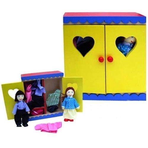 Kledingkast met popjes en kleding voor in je poppenhuis.
