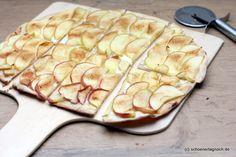 Süßer Flammkuchen mit Apfel und Zimtzucker, geschnitten