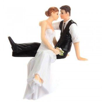 wedding resin figurine cake topper sitting bride groom kiss wedding