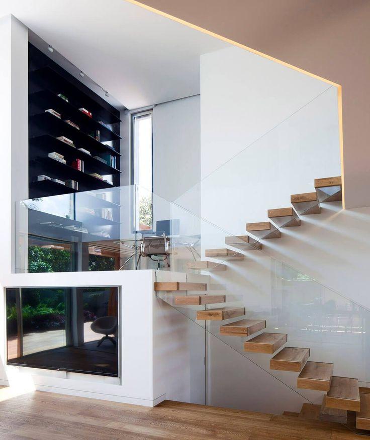 Oltre 25 fantastiche idee su planimetrie di case su for Scale moderne interne