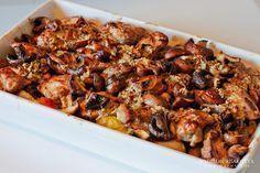 Heerlijke ovenschotel met aardappel, kippendijen, tomaat, champignons en een heerlijke eigen gemaakte dressing.