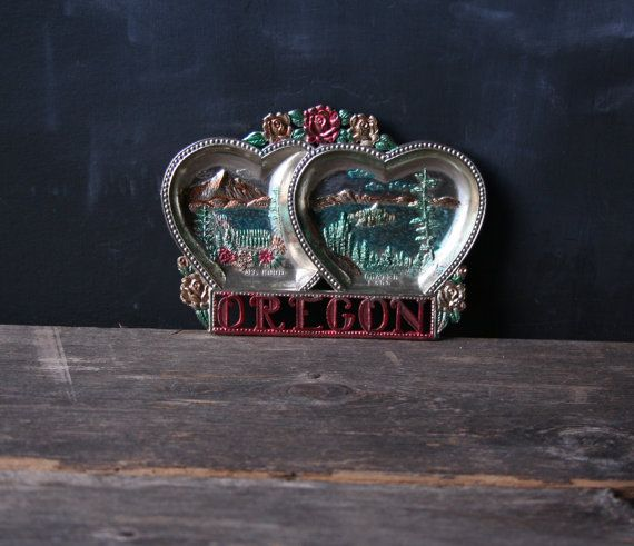 Souvenir Vintage Love Oregon coeur en forme de l'Oregon fonte plateau en métal Mont Hood lac de cratère cadeau Saint-Valentin de Nowvintage sur Etsy