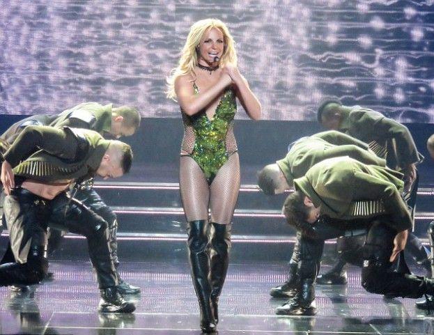 Odchudzona Britney Spears na koncercie w Las Vegas #britney #spears http://dodawisko.pl/8842-odchudzona-britney-spears-na-koncercie-w-las-vegas.html