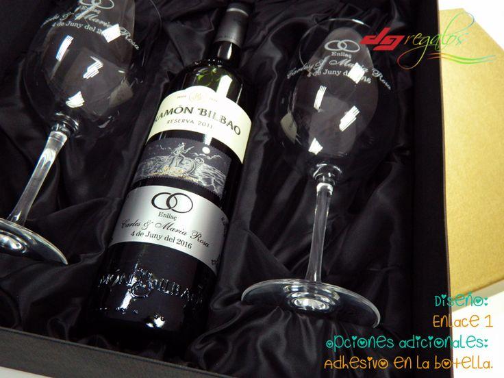Copas de vino, ideales para un regalo muy personal y personalizado. Este pack incluye dos copas de vino y una botella de un gran vino, con estuche personalizado y terminado en seda.