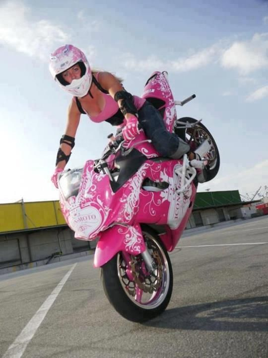 pink motorcycle! Oh how much I wish to know how to ride one.
