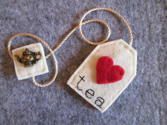 Bookmark tea bag made of felt with red heart and bronze Teapot pendant-gift for…