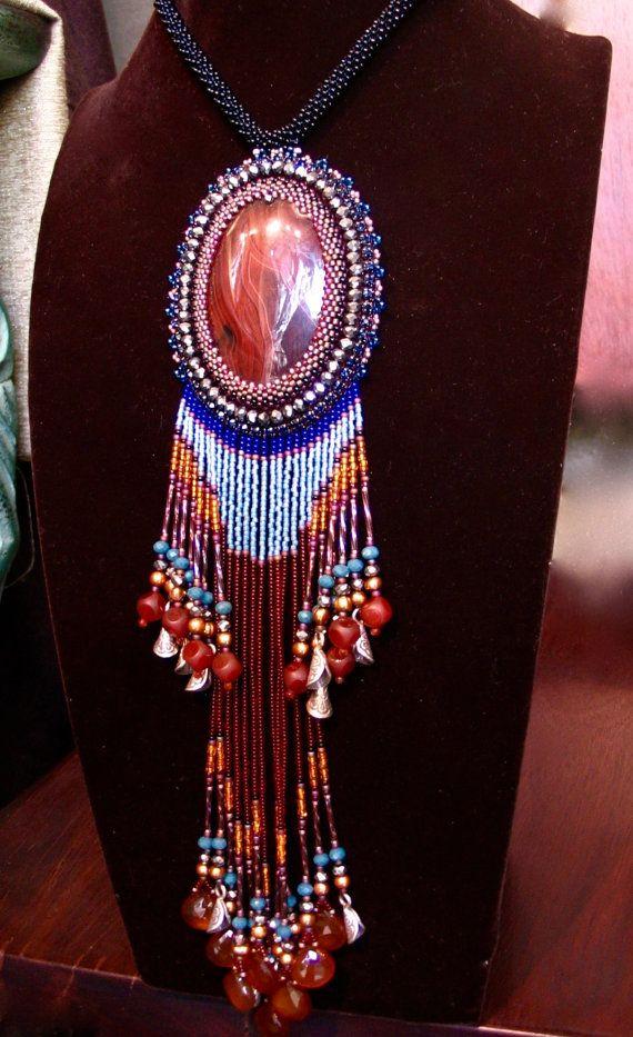 Ricamo di colore rosso indiano - tribù - tallone collana