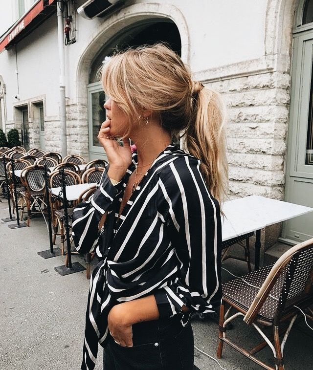 This simple tied up shirt is adorable! Love the style