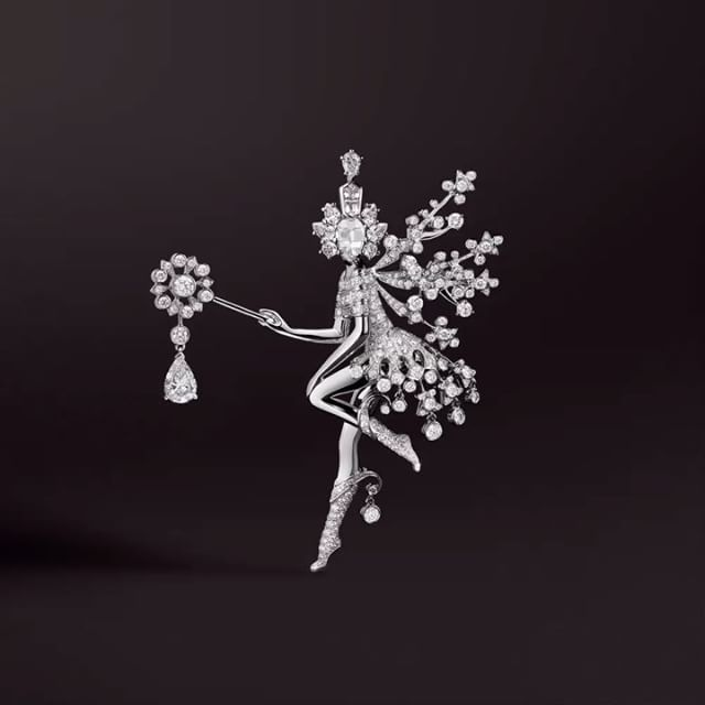 """11.5 mil Me gusta, 94 comentarios - Van Cleef & Arpels (@vancleefarpels) en Instagram: """"Van Cleef & Arpels wishes you an enchanting and scintillating New Year, filled with precious…"""""""
