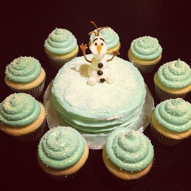 Frozen Birthday cake & cupcakes