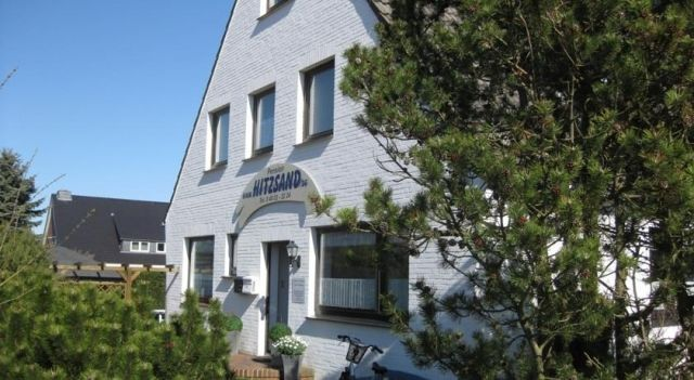 Pension Hitzsand - #Guesthouses - $43 - #Hotels #Germany #SanktPeter-Ording http://www.justigo.in/hotels/germany/sankt-peter-ording/pension-hitzsand_223299.html