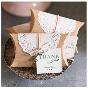 Pochettes kraft   baker twine   napperons dentelle - tout inclus - à acheter tout fait !
