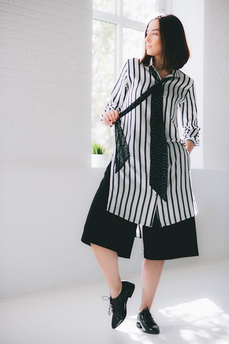 blue and white stripe maxi shirt Zara black short trousers culottes Zara black womens oxford shoes Stradivarius skinny skarf handmade