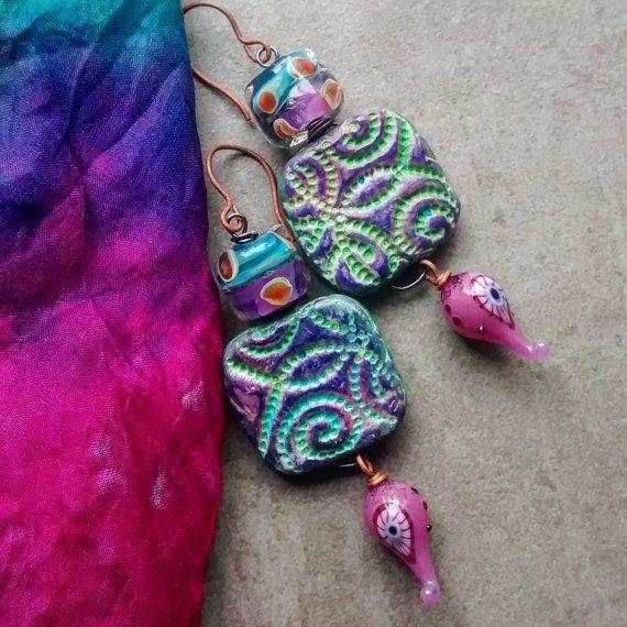 Unieke, lichtgewicht handgemaakte ambachtelijke Dangle Oorbellen, Clay bevindingen, Lampwork kralen en hoofd pins, Boho OOAK originele design sieraden