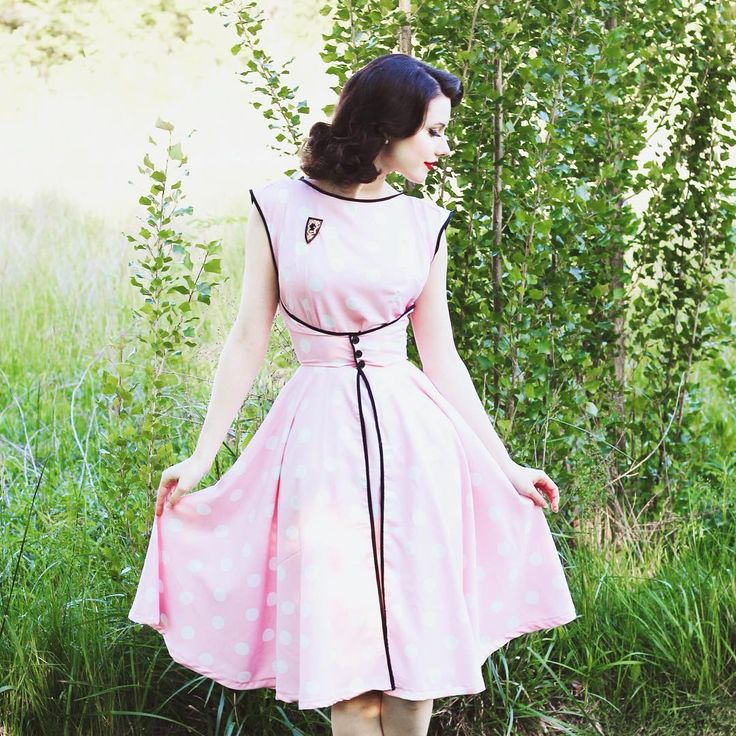 The finished Walkaway dress is on my blog. If you have this pattern and haven't started it yet, hop to it!! It's a super easy quick sew! ✂️
