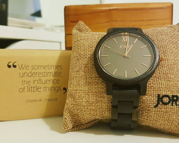 Jord watch and gift box. A wooden watch that is beautiful.