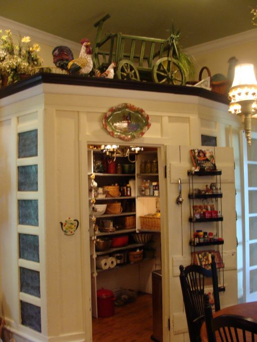 The 25 best corner pantry organization ideas on pinterest for Country kitchen storage ideas
