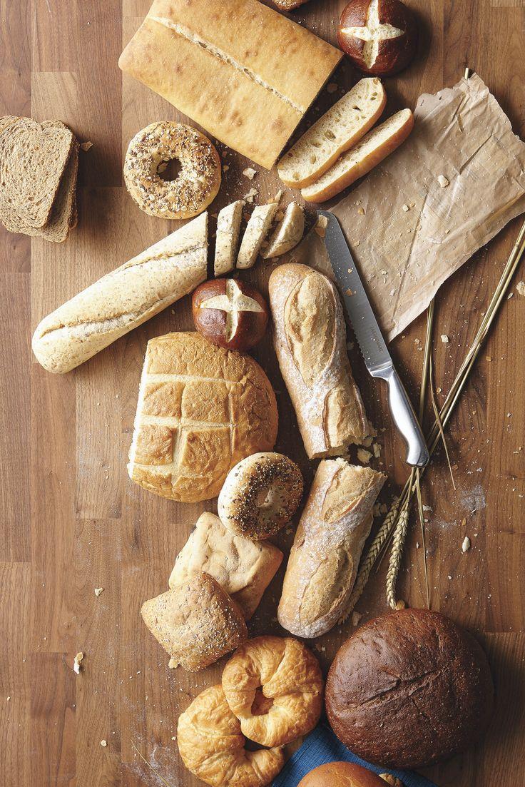 Pains façon bretzel, grains entiers, croissants et pains de campagne : nos Supercentres les cuisinent tous les jours! #PainFrais #PlancheÀPain #ciabatta #baguette #PainDeCampagne #9grains #croissants #bagels