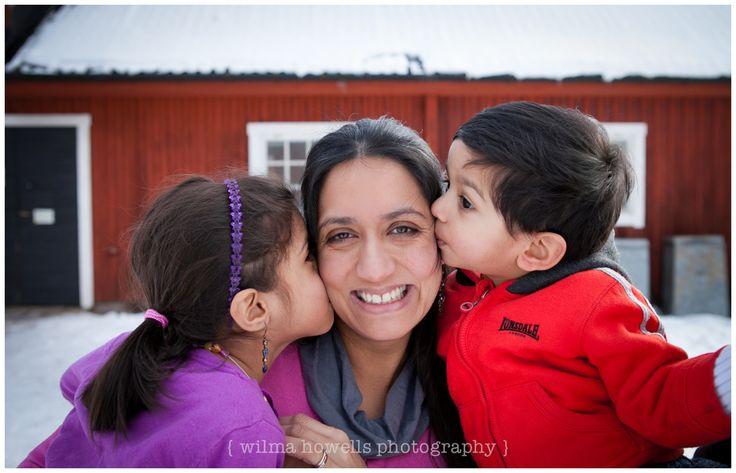 A sweet family shoot at Bögs Gård - fun & cold to do!