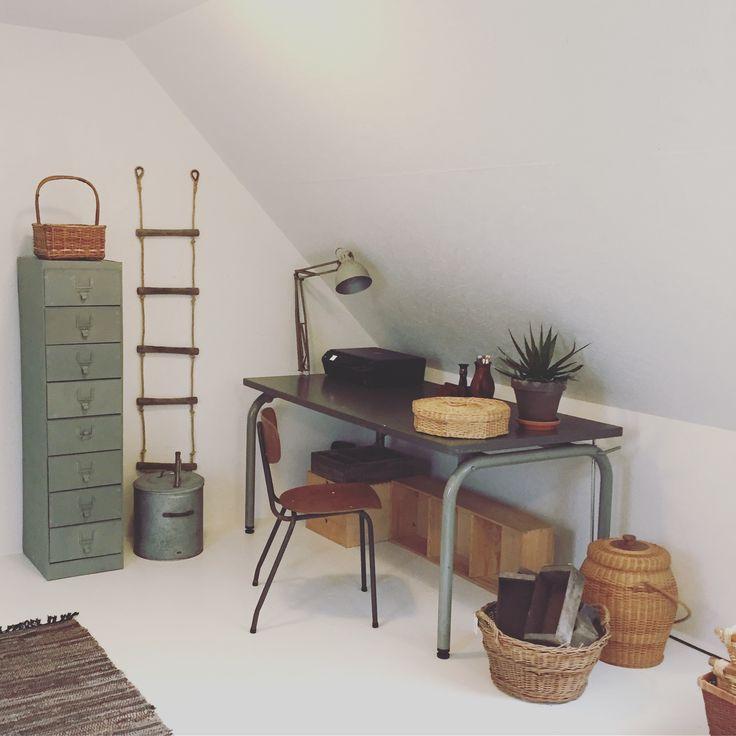 Interior design. - My creative corner in the attick. Love recycling.