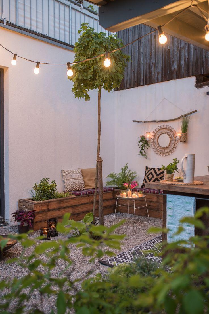 DIY und Dekoideen für die Garten Terrasse mit outdoor Küche im Boho Look mit upcycling Sitzbänken aus Terrassenholz und vorher nachher Bildern des makeovers // leelahloves.de