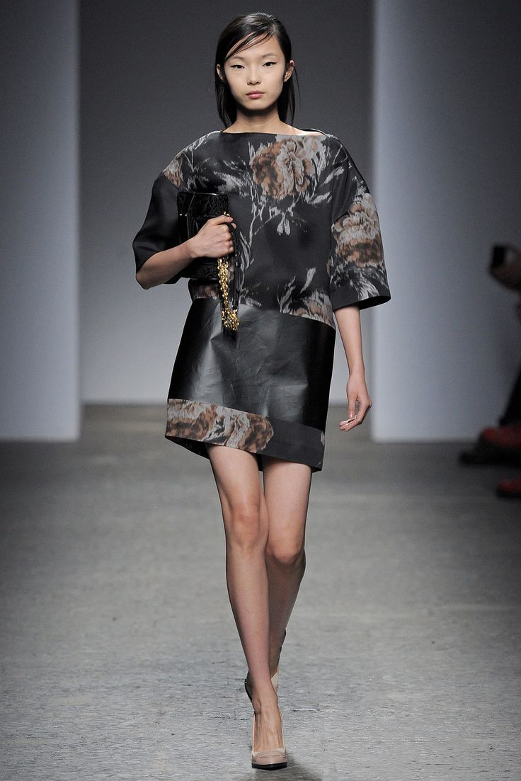 No. 21 Fall 2013 Ready-to-Wear Fashion Show - Xiao Wen Ju