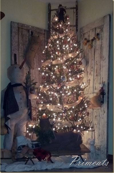 I will have to remember to use burlap ribbon next christmas. So pretty!