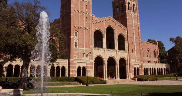 Stacker Shows You 50 Of The Best Colleges On The West Coast Ucla Campus University Of California Los Angeles University Of California